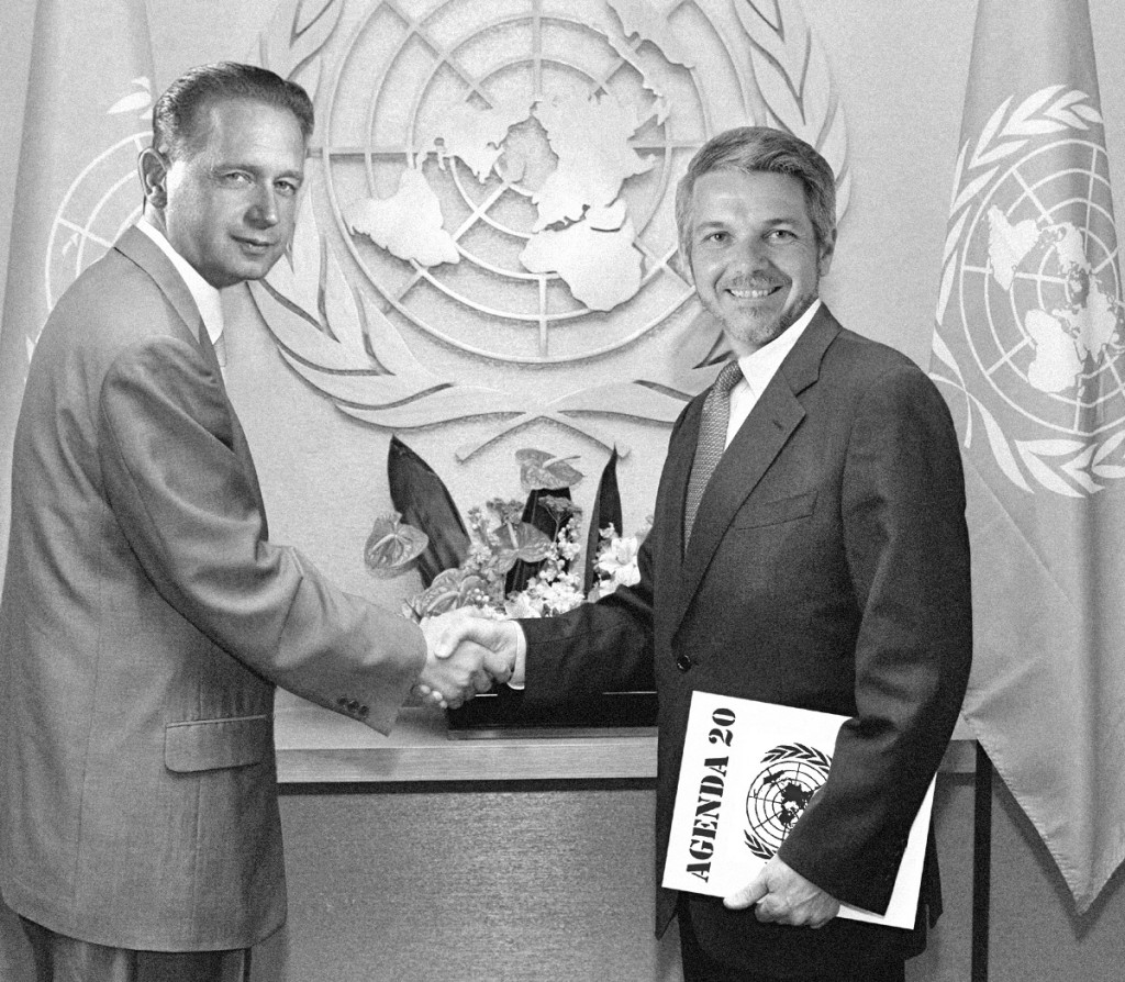 U.N. Secretary-General Dag Hammarskjöld meets with Supervisor Marvin Loveless to plan plunder of U.S.