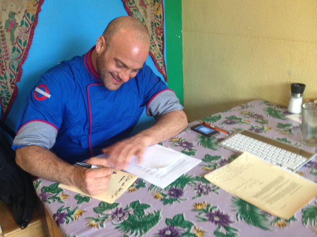 Luke Patterson works on his anti-OysterFence petition at Luke's Joint. Photos by KLH | Eye