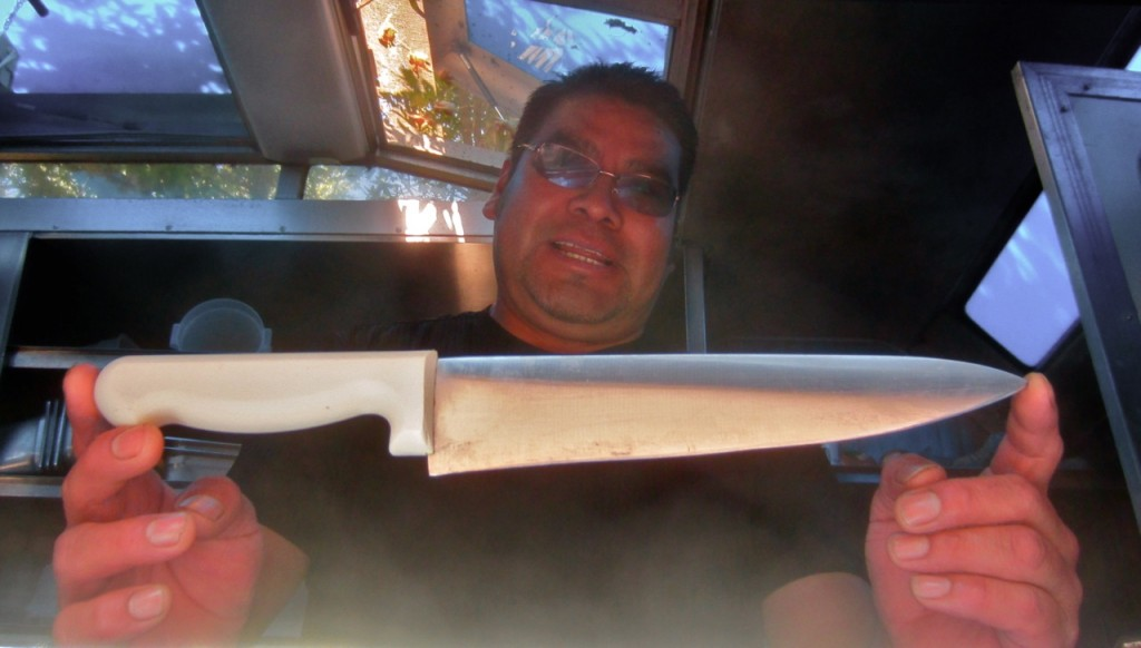 Esteban Midias with a knife similar to that which he used to drive off the armed robber. KLH | Eye